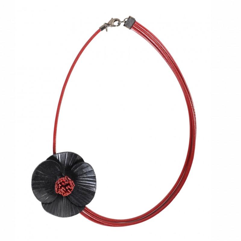collier coquelicot en cuir noir asymétrique