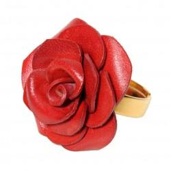 bague rose en cuir rouge